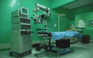 Sala de operaciones para cirugías de cataratas